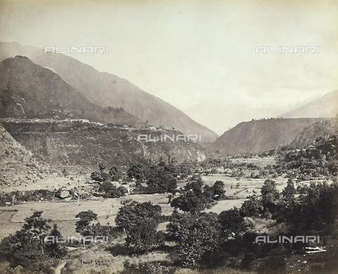 FVQ-F-206770-0000 - La valle di Chamdra, vicino alla catena montuosa dell'Himalaya, in India - Data dello scatto: 1863 - 1870 ca. - Raccolte Museali Fratelli Alinari (RMFA), Firenze