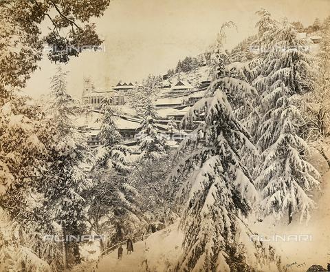 FVQ-F-206775-0000 - Panorama innevato della città di Simla (Shimla) nei pressi della catena montuosa dell'Himalaya, India - Data dello scatto: 1863 - 1870 ca. - Raccolte Museali Fratelli Alinari (RMFA), Firenze