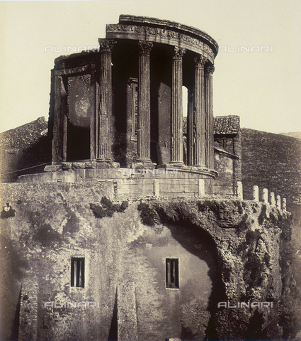 FVQ-F-206891-0000 - Tempio della Sibilla a Tivoli - Data dello scatto: 1855 ca. - Raccolte Museali Fratelli Alinari (RMFA), Firenze