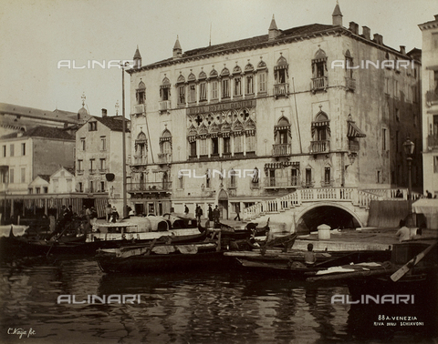 FVQ-F-208277-0000 - The Hotel Danieli on the Bank of the Schiavoni, Venice - Data dello scatto: 1865-1875 - Archivi Alinari, Firenze