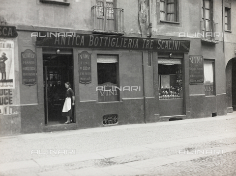 FVQ-F-208997-0000 - L'Antica Bottiglieria Tre Scalini, negozio di vini a Torino - Data dello scatto: 1920-1930 - Raccolte Museali Fratelli Alinari (RMFA), Firenze