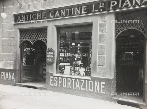 FVQ-F-208999-0000 - Le Antiche Cantine Lorenzo Piana, negozio di vini a Torino - Data dello scatto: 1920-1930 - Raccolte Museali Fratelli Alinari (RMFA), Firenze
