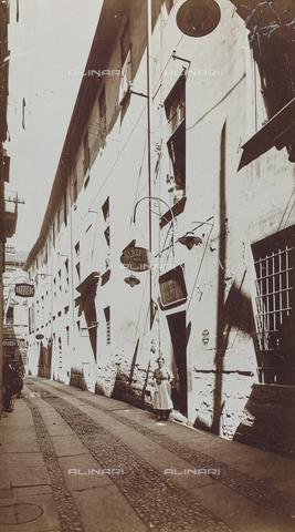 FVQ-F-209010-0000 - Negozio in una strada di Torino - Data dello scatto: 1930 ca. - Raccolte Museali Fratelli Alinari (RMFA), Firenze