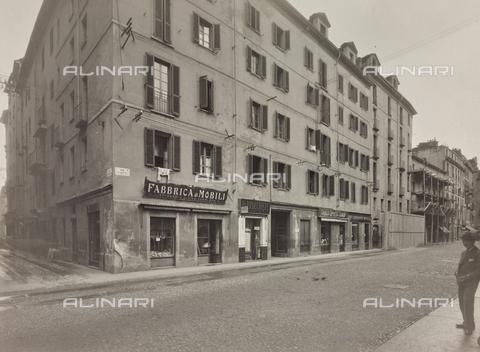 """FVQ-F-209011-0000 - Negozio """"Fabbrica di Mobili"""" in via Viotti a Torino - Data dello scatto: 1930 ca. - Raccolte Museali Fratelli Alinari (RMFA), Firenze"""
