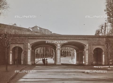 FVQ-F-209014-0000 - Salita ai Giardini Reali, ingresso dai bastioni della città, Torino - Data dello scatto: 08/11/1923 - Raccolte Museali Fratelli Alinari (RMFA), Firenze