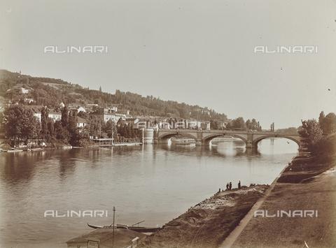 FVQ-F-209020-0000 - Veduta del fiume Po con il ponte Umberto I , Torino - Data dello scatto: 15/07/1926 - Raccolte Museali Fratelli Alinari (RMFA), Firenze