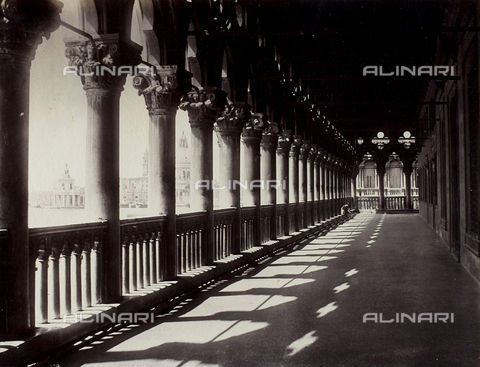 FVQ-F-209218-0000 - Animated view of the loggia of the Palazzo Ducale in Venice - Data dello scatto: 1865-1875 - Archivi Alinari, Firenze