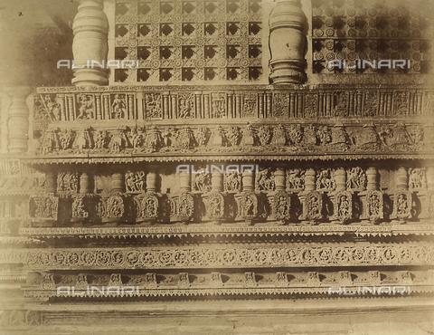 FVQ-F-210392-0000 - Raffigurazioni sacre e decorazioni, altorilievi dell'esterno del Tempio di Belloor a Mysore in India - Data dello scatto: 1858 - Archivi Alinari, Firenze