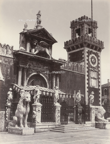 FVQ-F-211399-0000 - Main entrance of the Terra dell'Arsenale, Venice - Data dello scatto: 1860-1870 ca. - Archivi Alinari, Firenze