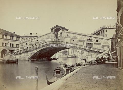 FVQ-F-212520-0000 - Veduta del Canal Grande con il Ponte di Rialto, Venezia - Data dello scatto: 1860-1870 - Raccolte Museali Fratelli Alinari (RMFA), Firenze