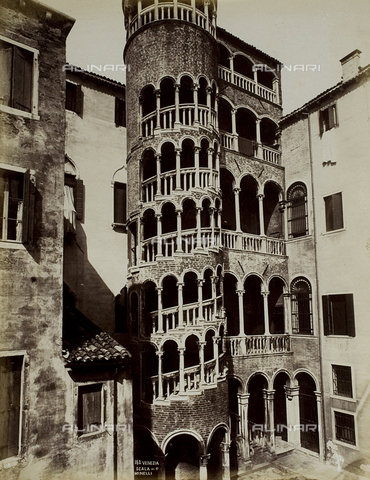 FVQ-F-217871-0000 - Spiral staircase outside the Palazzo Contarini del Bovolo, Venice - Date of photography: 1865-1875 - Fratelli Alinari Museum Collections, Florence