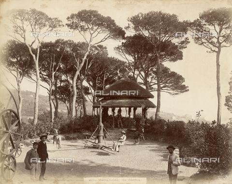 FVQ-F-220037-0000 - La giostra all'interno del parco di Villa Pallavicini Durazzo a Pegli, Genova - Data dello scatto: 1890 ca. - Raccolte Museali Fratelli Alinari (RMFA), Firenze
