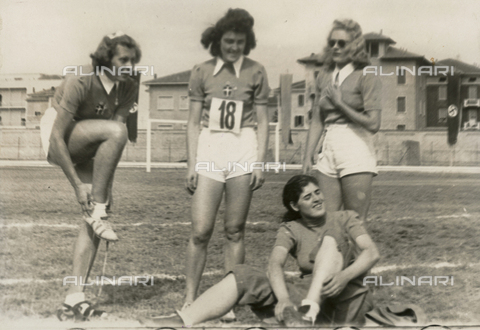 FVQ-F-229083-0000 - Portrait of a group of italian athletes participating in sports competition held in Parma in 1940