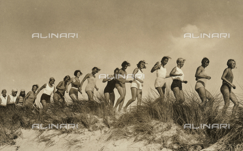 FVQ-F-229085-0000 - Some athletes portrayed while they are training in race outdoors