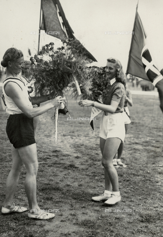 FVQ-F-229087-0000 - Gisela Mauermayer and Ondina Valla portrayed during the awards ceremony of the athletics competition held in Parma in 1940
