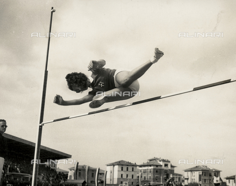 FVQ-F-229088-0000 - The athlete Gina Spaggiari portrayed during the high jump competition held in Parma in 1940