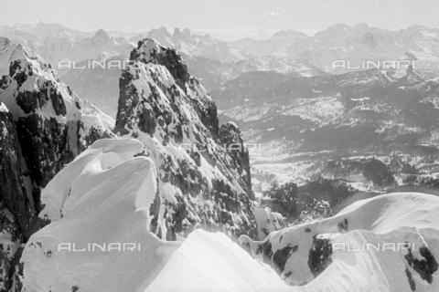 GBA-S-000178-0001 - Paesaggio di montagna innevato, Cortina d'Ampezzo - Data dello scatto: 06/02-27/02/1941 - Archivi Alinari, Firenze