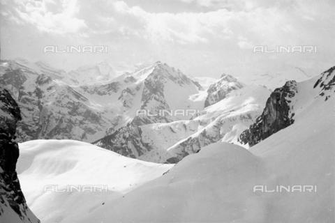 GBA-S-000178-0011 - Paesaggio di montagna innevato, Cortina d'Ampezzo - Data dello scatto: 06/02-27/02/1941 - Archivi Alinari, Firenze