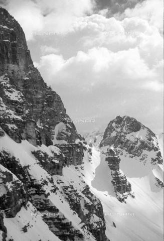 GBA-S-000178-0013 - Paesaggio di montagna innevato, Cortina d'Ampezzo - Data dello scatto: 06/02-27/02/1941 - Archivi Alinari, Firenze
