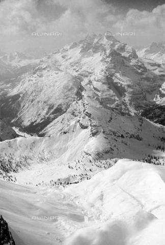 GBA-S-000178-0017 - Paesaggio di montagna innevato, Cortina d'Ampezzo - Data dello scatto: 06/02-27/02/1941 - Archivi Alinari, Firenze
