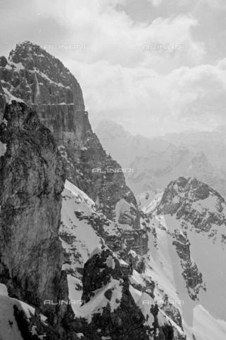 GBA-S-000178-0019 - Paesaggio di montagna innevato, Cortina d'Ampezzo - Data dello scatto: 06/02-27/02/1941 - Archivi Alinari, Firenze