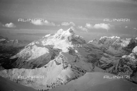 GBA-S-000178-0021 - Veduta di montagne innevate, Cortina d'Ampezzo - Data dello scatto: 06/02-27/02/1941 - Archivi Alinari, Firenze