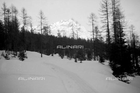 GBA-S-000178-0022 - Paesaggio di montagna innevato, Cortina d'Ampezzo - Data dello scatto: 06/02-27/02/1941 - Archivi Alinari, Firenze