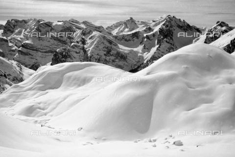 GBA-S-000178-0025 - Paesaggio di montagna innevato, Cortina d'Ampezzo - Data dello scatto: 06/02-27/02/1941 - Archivi Alinari, Firenze