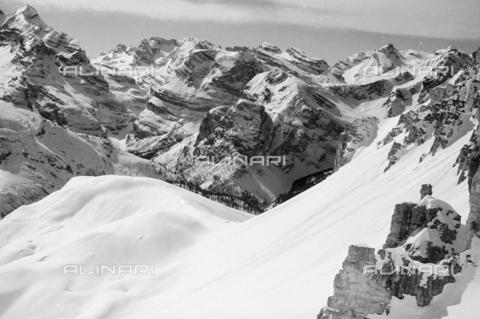 GBA-S-000178-0028 - Paesaggio di montagna innevato, Cortina d'Ampezzo - Data dello scatto: 06/02-27/02/1941 - Archivi Alinari, Firenze