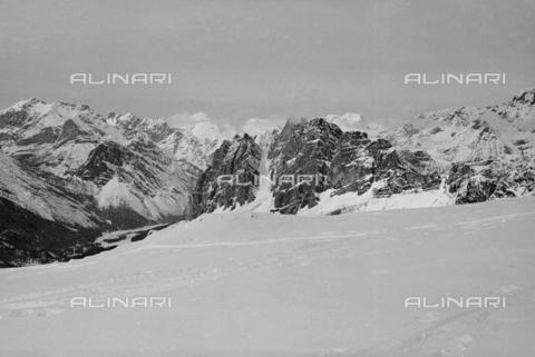 GBA-S-000178-002A - Paesaggio di montagna innevato, Cortina d'Ampezzo - Data dello scatto: 06/02-27/02/1941 - Archivi Alinari, Firenze