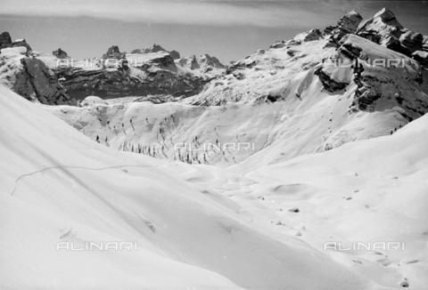 GBA-S-000178-0030 - Paesaggio di montagna innevato, Cortina d'Ampezzo - Data dello scatto: 06/02-27/02/1941 - Archivi Alinari, Firenze