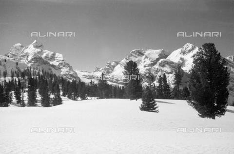 GBA-S-000178-0035 - Paesaggio di montagna innevato, Cortina d'Ampezzo - Data dello scatto: 06/02-27/02/1941 - Archivi Alinari, Firenze