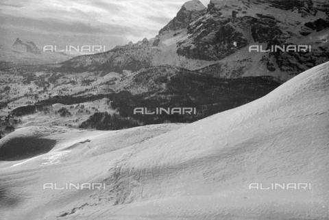 GBA-S-000178-0037 - Paesaggio di montagna innevato, Cortina d'Ampezzo - Data dello scatto: 06/02-27/02/1941 - Archivi Alinari, Firenze
