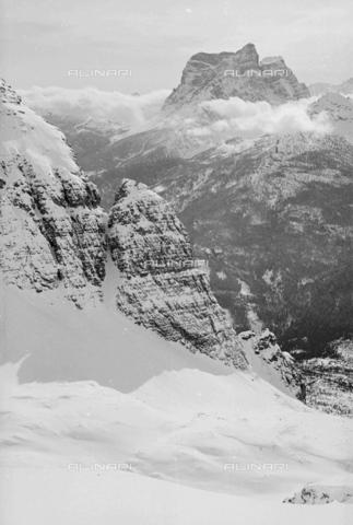 GBA-S-000178-003A - Paesaggio di montagna innevata, Cortina d'Ampezzo - Data dello scatto: 06/02-27/02/1941 - Archivi Alinari, Firenze