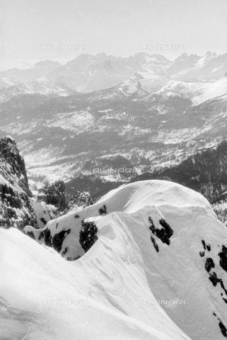 GBA-S-000178-0043 - Paesaggio di montagna innevata, Cortina d'Ampezzo - Data dello scatto: 06/02-27/02/1941 - Archivi Alinari, Firenze