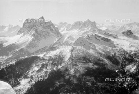 GBA-S-000178-0044 - Veduta di montagne innevate, Cortina d'Ampezzo - Data dello scatto: 06/02-27/02/1941 - Archivi Alinari, Firenze