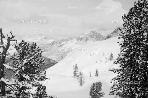 GBA-S-000178-021A - Paesaggio di montagna innevato, Cortina d'Ampezzo - Data dello scatto: 06/02-27/02/1941 - Archivi Alinari, Firenze