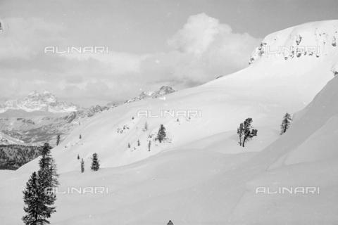 GBA-S-000178-022A - Paesaggio di montagna innevato, Cortina d'Ampezzo - Data dello scatto: 06/02-27/02/1941 - Archivi Alinari, Firenze