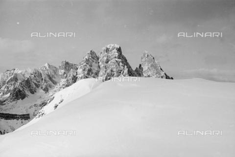 GBA-S-000178-023A - Veduta di paesaggio di montagna innevato, Cortina d'Ampezzo - Data dello scatto: 06/02-27/02/1941 - Archivi Alinari, Firenze