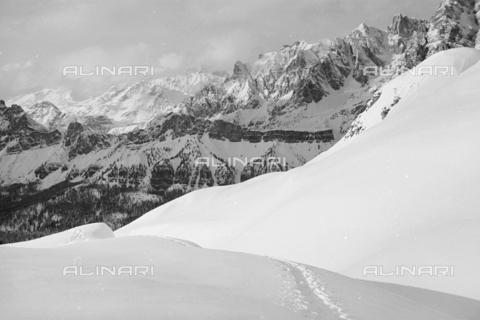 GBA-S-000178-024A - Veduta di paesaggio di montagna innevato, Cortina d'Ampezzo - Data dello scatto: 06/02-27/02/1941 - Archivi Alinari, Firenze