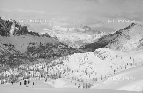 GBA-S-000178-025A - Veduta di paesaggio di montagna innevato, Cortina d'Ampezzo - Data dello scatto: 06/02-27/02/1941 - Archivi Alinari, Firenze