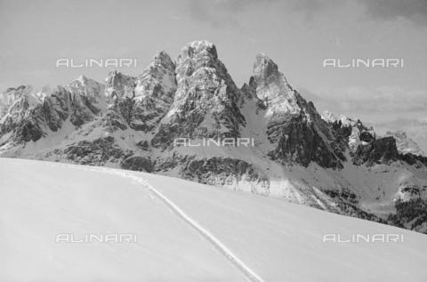 GBA-S-000178-026A - Veduta di paesaggio di montagna innevato, Cortina d'Ampezzo - Data dello scatto: 06/02-27/02/1941 - Archivi Alinari, Firenze