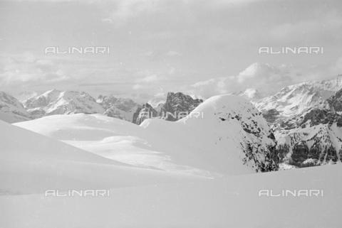 GBA-S-000178-027A - Veduta di paesaggio di montagna innevato, Cortina d'Ampezzo - Data dello scatto: 06/02-27/02/1941 - Archivi Alinari, Firenze