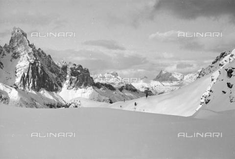 GBA-S-000178-028A - Veduta di paesaggio di montagna innevato, Cortina d'Ampezzo - Data dello scatto: 06/02-27/02/1941 - Archivi Alinari, Firenze