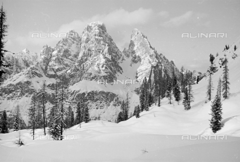 GBA-S-000178-029A - Veduta di paesaggio di montagna innevato, Cortina d'Ampezzo - Data dello scatto: 06/02-27/02/1941 - Archivi Alinari, Firenze