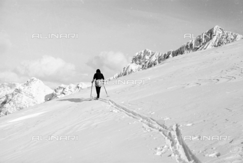 GBA-S-000179-020B - Snowy mountain landscape with woman on the skis, Cortina d'Ampezzo