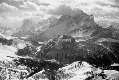 GBA-S-000180-0045 - Paesaggio di montagna innevato, Cortina d'Ampezzo - Data dello scatto: 23/03-24/04/1941 - Archivi Alinari - archivio Brunner, Firenze