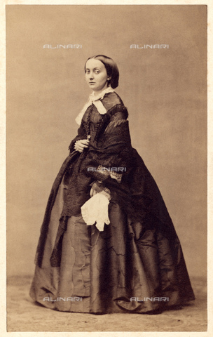 GBB-F-000444-0000 - 1865 ca, Paris, FRANCE: The princess  JULIE BONAPARTE (Rome  1830 - 1900), marchesa di Roccagiovine. Daughter of prince Carlo Lucien Bonaparte (Paris 1803 - 1857) prince de Canino et Musignano  and his cousin Zenaide Bonaparte (Paris 1801 - Napoli 1854) princess of Spain.  Julie married in Rome, 30 august 1847, Alessandro Del Gallo Marchese di Roccagiovine (1826 - 1892) - © ARCHIVIO GBB / Archivi Alinari