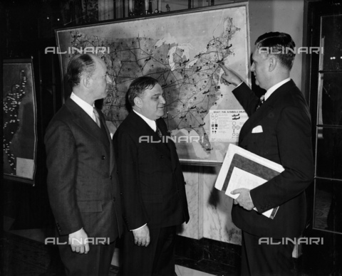 GBB-F-002478-0000 - 1939, 21 february, WASHINGTON, USA : The United States Mayor of New York City FIORELLO LA GUARDIA (1882 - 1947). New York Mayor attends National Aviation Forum. Washington, D.C., Feb. 21. New York Mayor Fiorello La Guardia in a speech today before the National Aviation Forum cautioned against 'log rolling'... congressional consideration of national defense bases included in the federal airport program. LaGuardia is pictured here with Edgar S. Gorrell, left, president of the Air Transport Association, and Edward J. Noble, chairman of Civil Aeronautics Authority. - © ARCHIVIO GBB / Archivi Alinari
