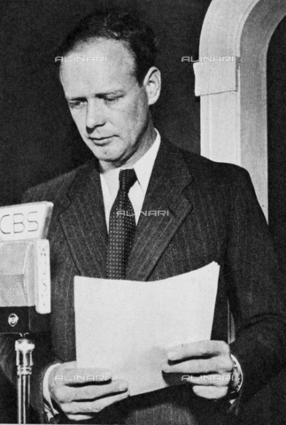GBB-F-002487-0000 - 1932 : The american aviator hero Charles Augustus LINDBERGH (Detroit 1902 - Maui Isle, Hawai 1974 ) at CBS Radio microphone reply at kidnapper of his son Charles Augustus (aged 3, found dead few days later) - © ARCHIVIO GBB / Archivi Alinari